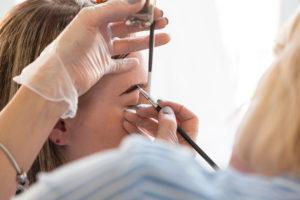 Выбираем профессию мастера-бровиста