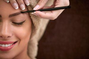 Коррекция бровей: профессиональный подход